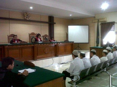 Para Terdakwa sweping tengah disidangkan di Pengadilan Negeri Semarang. Eksepsi mereka ditolak.