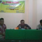 Tedi Kholiludin (tengah) dan Dr. Munawar Ahmad (Kanan)