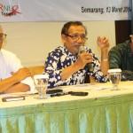Dari Ki-Ka: Prof. Mudjahirin Thohir, Gunawan Muhammad dan Tedi Kholiludin