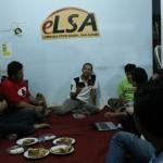 Yunantyo Adi S (kaos putih) berbicara dalam diskusi Aidit dan Soal Agama di Kantor eLSA