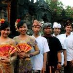 Pemuda Peradah Kota Semarang Setelah Melakukan Sembahyang di Pura Agung Girinatha