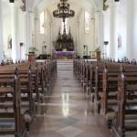 LUAS: Bagian dalam Gereja St Yusup Gedangan tampak luas dan megah dengan ornamen khas Eropa.