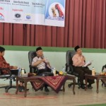 KH. Sholahudin Wahid (kedua dari kiri)