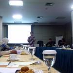 Dana Hasibuan dari INFID, mempresentasikan hasil risetnya