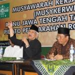 CERAMAH: Rois Aam PBNU KH Mustofa Bisri (tengah) memberikan ceramah di hadapan lembaga Banom dan Ketua PCNU se-Jateng pada acara Muskerwil di PWNU Jateng beberapa waktu lalu.