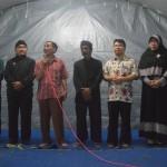 M. Rosyid memegang mikrophone sedang memberikan sambutan mewakili FKUB Kudus. [Foto: Wahib]