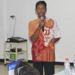 Menyampaikan Persoalan: Pemuka Penghayat Kepercayaan Satpa Darma Kabupaten Brebes, Carlim, menyampaikan Masalahnya [Foto: Abdus Salam]