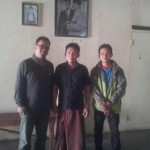 Heri Darwanto (tengah), Kepala Desa Karangrowo, Kecamatan Undaan, Kudus. [Foto: Andi]