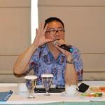 Stanley memaparkan materi dalam FGD AJI Semarang [foto: Bams]