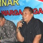 Kepala Desa Sitanggal, Kecamatan Larangan, Kabupaten Brebes, Sutrisno (pegang mic). Foto: Abdus Salam.
