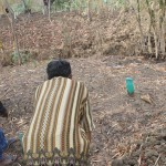 Penganut Kepercayaan Sapta Darma, Darto (baju batik) menunjukkan lokasi makam  warga Sapta Darma di Dukuh Kalenpandan, Desa Pamulihan, Kecamatan Larangan,Kabupaten Brebes. Foto: Abdus Salam.