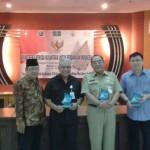 Dari kiri H. Almunawar (Anggota LPLAG Surakarta), Suharso (Kepala Kesbangpol Surakarta), Budi Suharto (Perwakilan dari Pemerintahan Kota Surakarta), Pendeta Paulus Hartono (Anggota LPLAG). [Foto: Wahib]