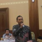 Ketua Sapta Darma Kabupaten Rembang, Sutrisno saat memaparkan pengalaman kurang mengenakkan yang dialaminya belum lama ini. Foto: Mustakim